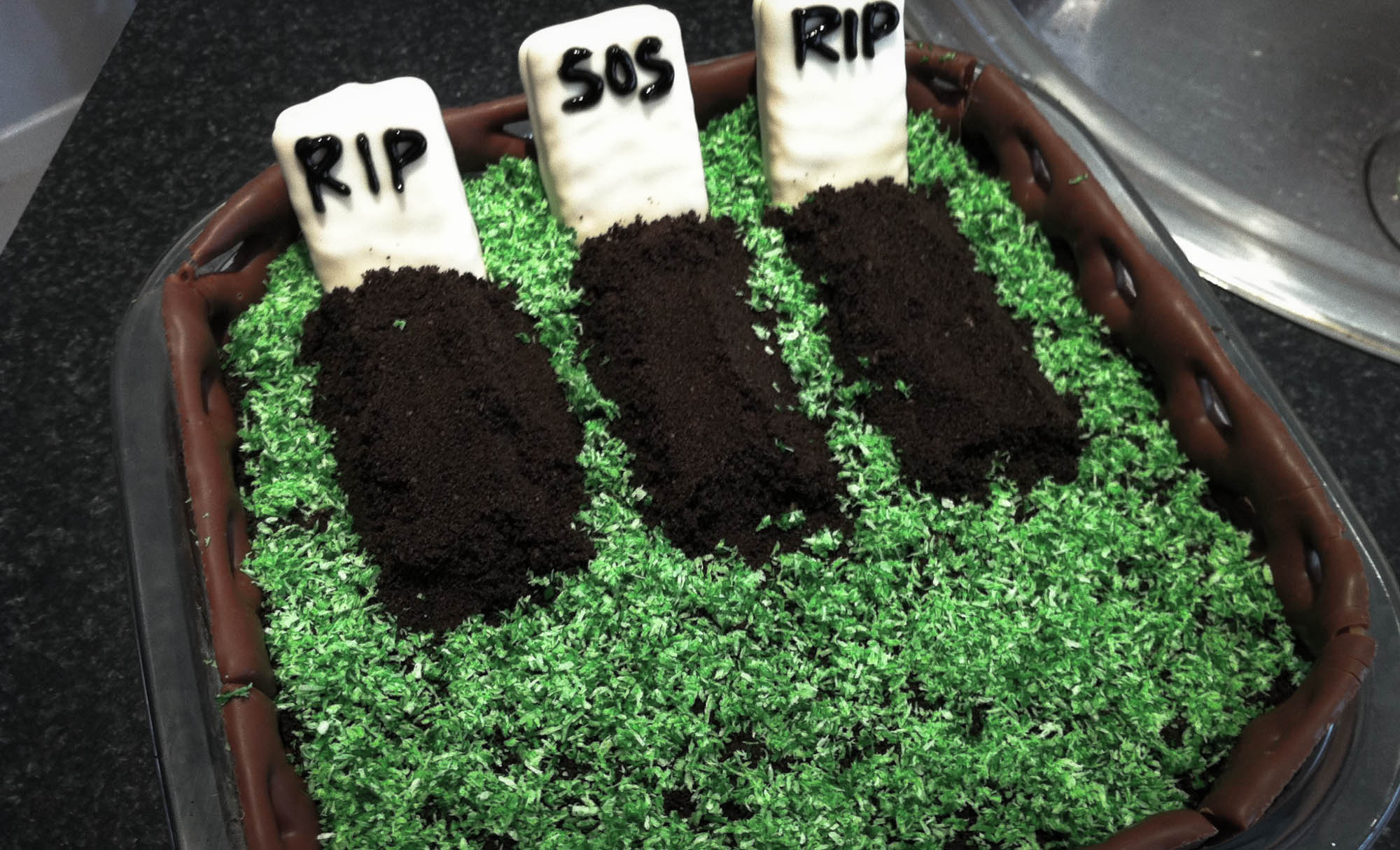 Recipe: Death by Chocolate Cemetery {Halloween}
