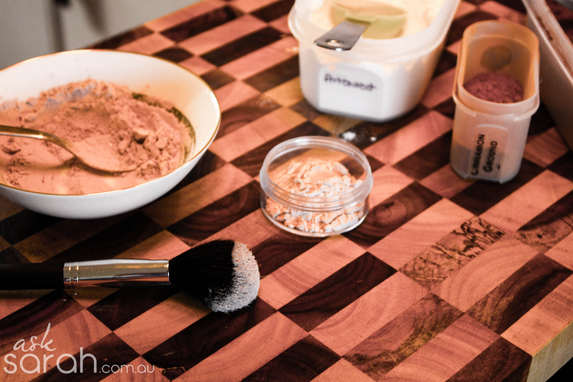 Tip: DIY Finishing Face Powder