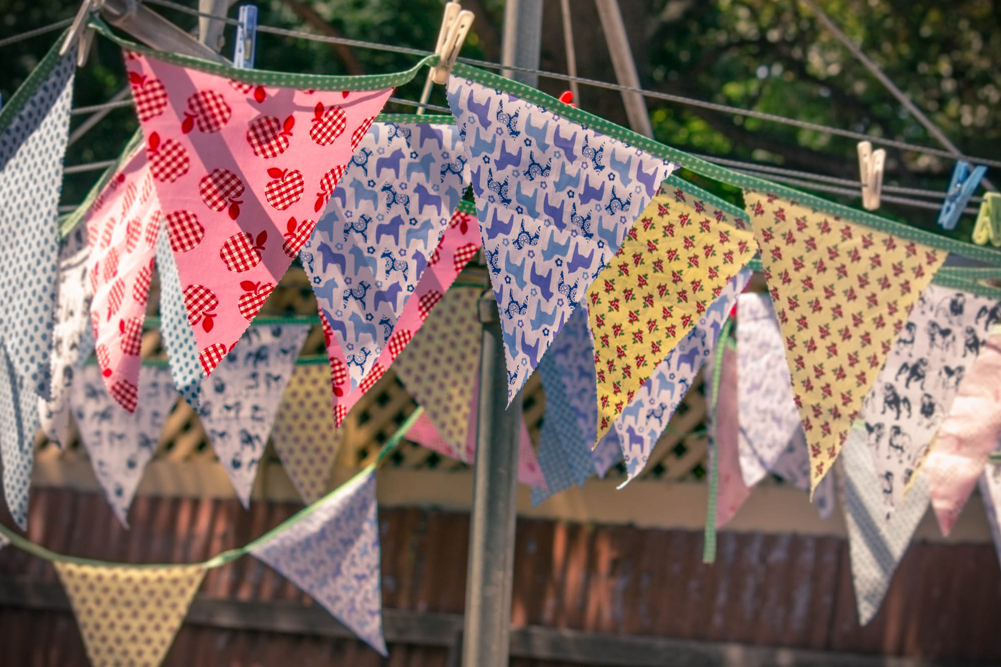 DIY Fabric Bunting Tutorial {Free Pattern & Tips For Making Tons, Heaps, Lots, Metres, Yards, Insane Amounts!}
