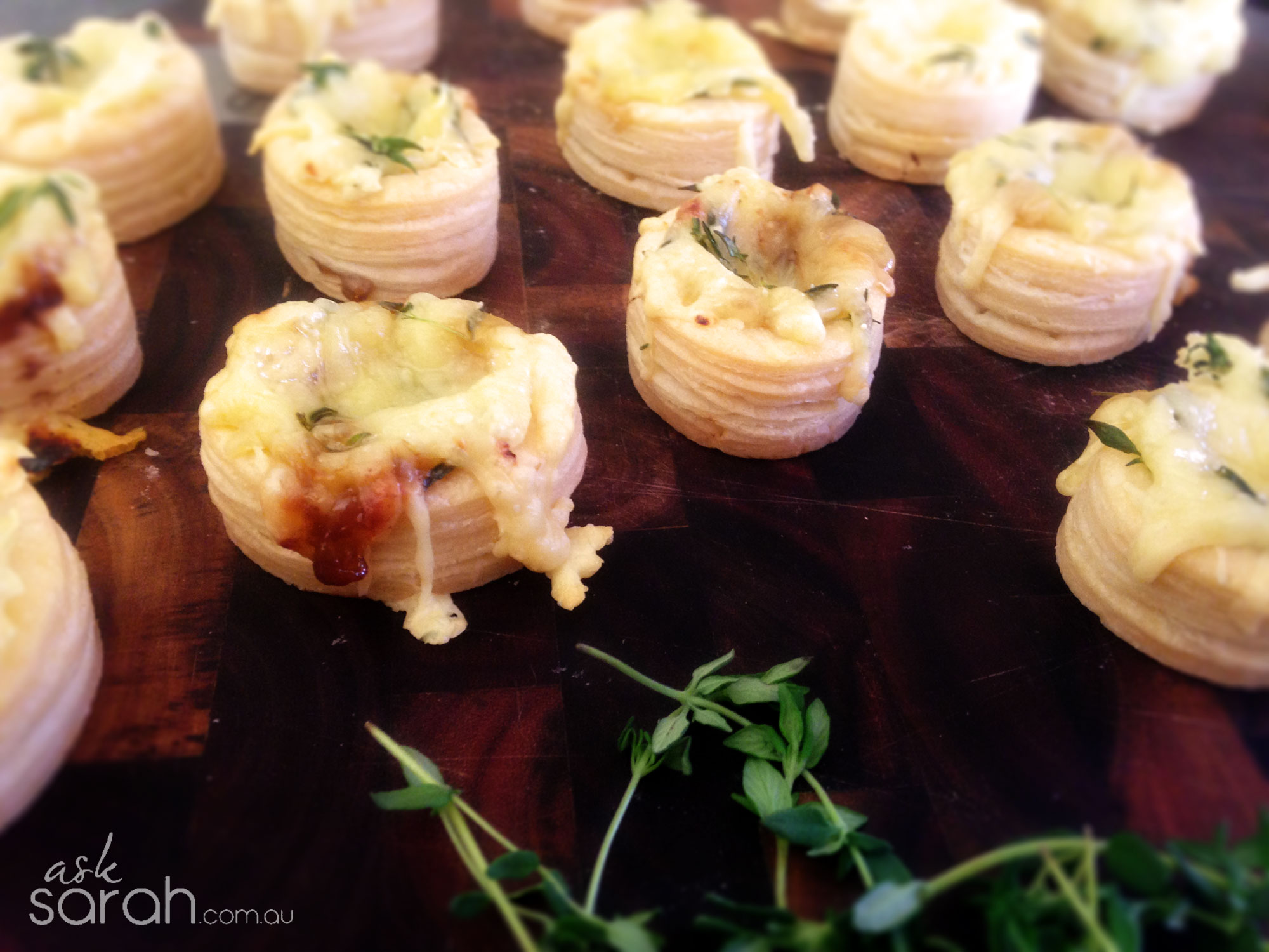 Recipe: Caramelised Onion & Gruyere Vol Au Vents {A perfect cocktail party recipe for the time poor or lazy!}